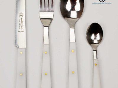 4 teiliges Besteck POM  Griffe Weiß